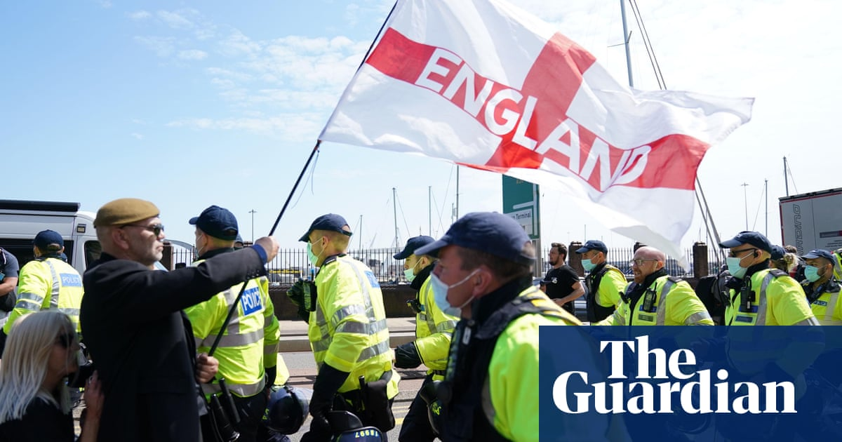 Four arrested at Dover anti-immigration protest