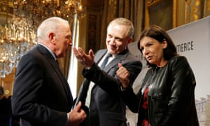 François Pinault, his son François-Henri Pinault and Paris mayor Anne Hidalgo talk together after announcing plans for the new museum.