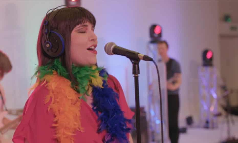 Lara De Belder in a performance for DIUO.