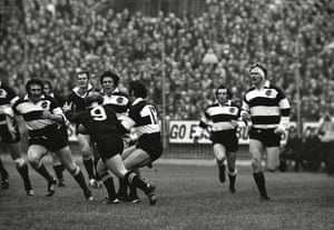 The build-up to 'that' try. Gareth Edwards, second right, looks on as John Dawes passes to Tom David.