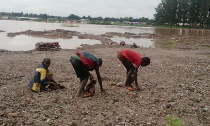 Children digging for  cobalt near Lake Malo in DRC.