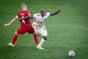 Romelu Lukaku in action against Simon Kjaer.