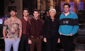 Joe Jonas, Kevin Jonas, and Nick Jonas with host Emma Thompson and Pete Davidson.