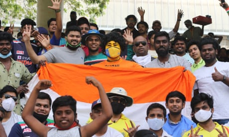 India's buzzing crowd take joy from knowing where to look in grim times