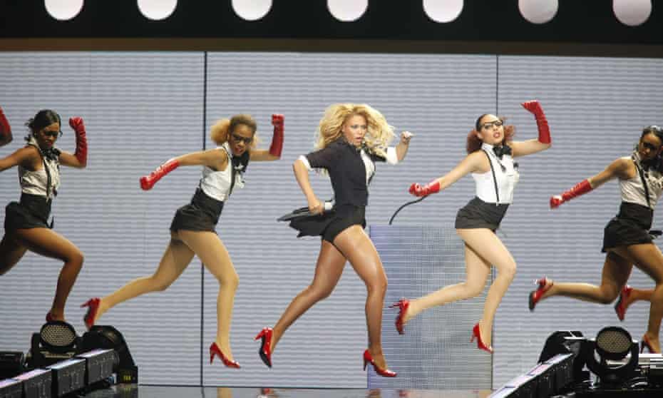 Beyoncé tengah tampil di Oprah Winfrey Show, 17 Mei 2011