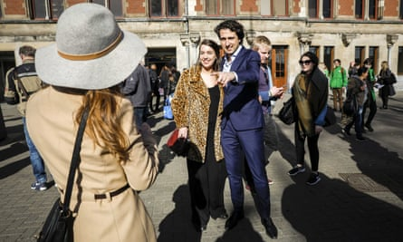 GreenLeft leader Jesse Klaver with members of the public
