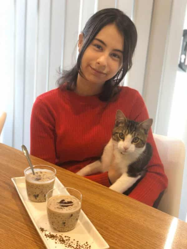 Sueda with her cat and her tapioca pudding