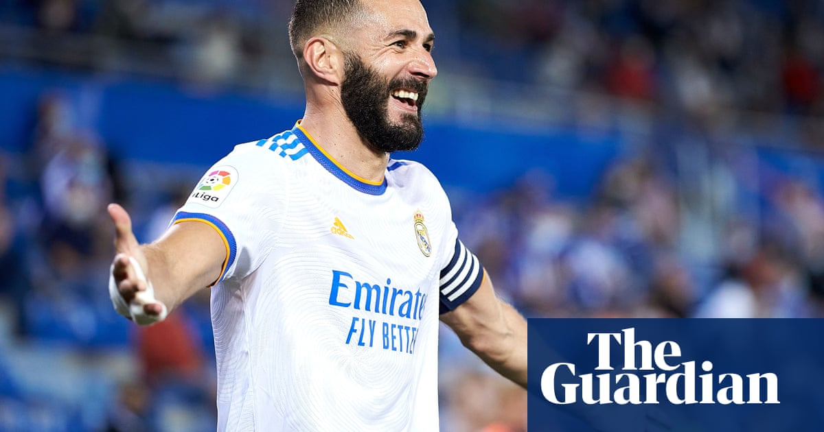 Real Madrid extend Karim Benzema's contract and insert €1bn release clause