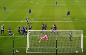 Gary Cahill heads in Crystal Palace's second goal.