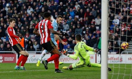Marko Arnautovic hits double for Stoke to pile pressure on slapdash Sunderland