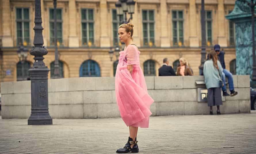 Jodie Comer who plays Villanelle in Killing Eve, wears a pink Molly Goddard dress