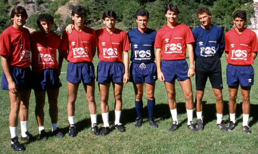 Claudio Ranieri with some of Cagliari squad during a training session in August 1991