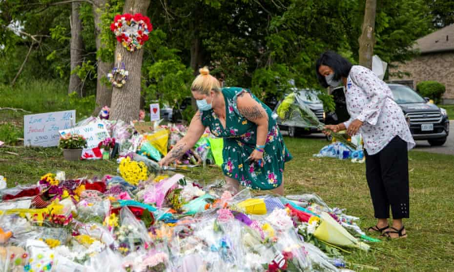 An impromptu memorial to a hate-motivated attack that killed four members of a Muslim family in London, Ontario, on Sunday night.