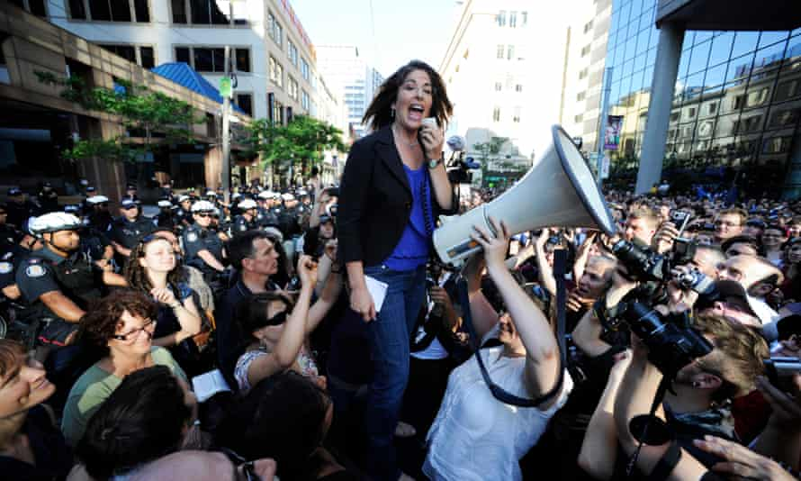 Naomi Klein speaks in front of an estimated 3,000 people during the G20 Summit in Toronto