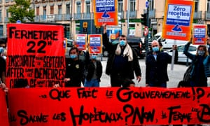 Cafe and restaurant workers demonstrate against closures in Toulouse in October 2020