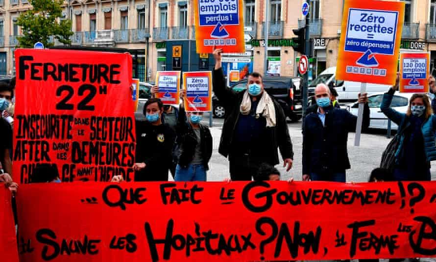 Los trabajadores de cafés y restaurantes se manifiestan contra el cierre en Toulouse en octubre de 2020