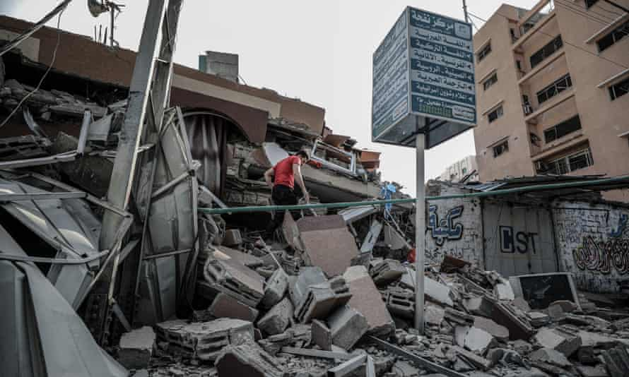 A collapsed building in al-Rimal after Israeli airstrikes.