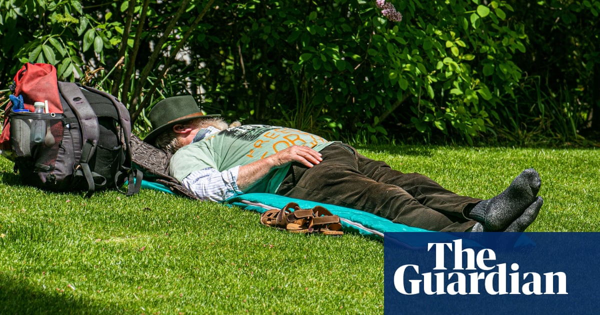 UK weather: watch out for sunburn this bank holiday, says Met Office