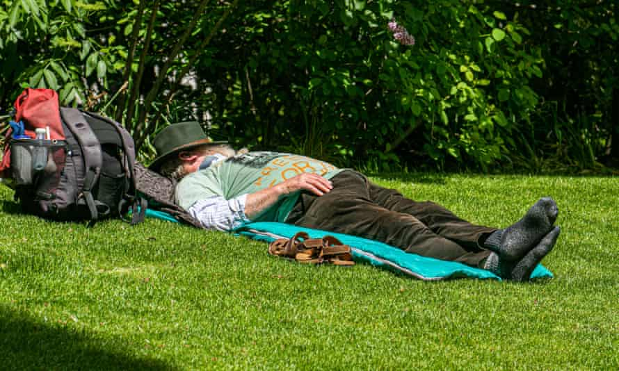 Temperatures are expected to reach the low and mid-20s across the UK.