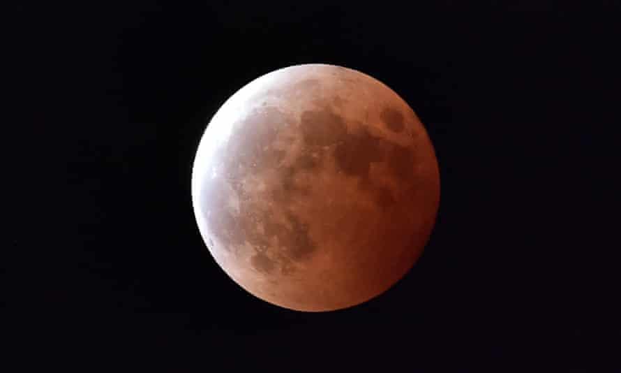 Lunar eclipse as seen from Tokyo, October 2014