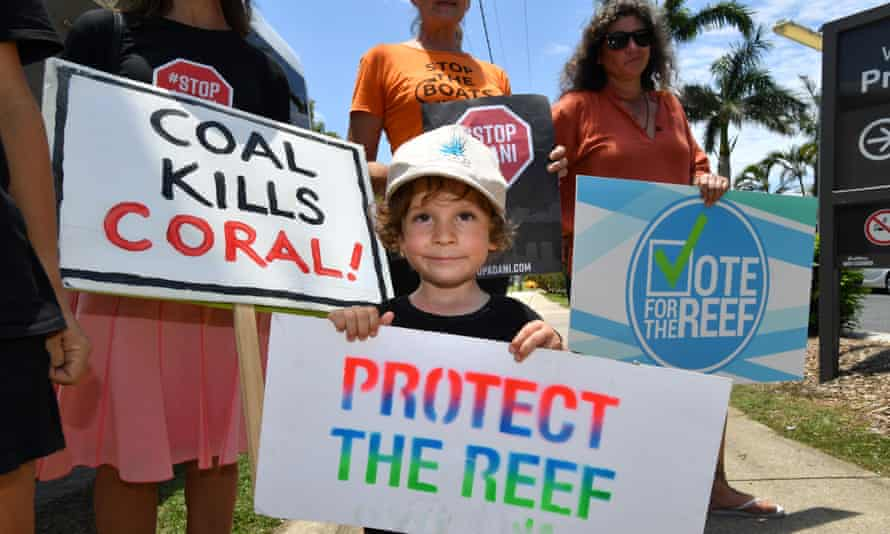 Anti-Adani coalmine protest at Airlie Beach