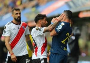 Milton Casco clashes with Boca Juniors' Leonardo Jara.