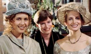 Susan Bunch (Jessica Hecht, left) and Carol (Jane Sibbett).