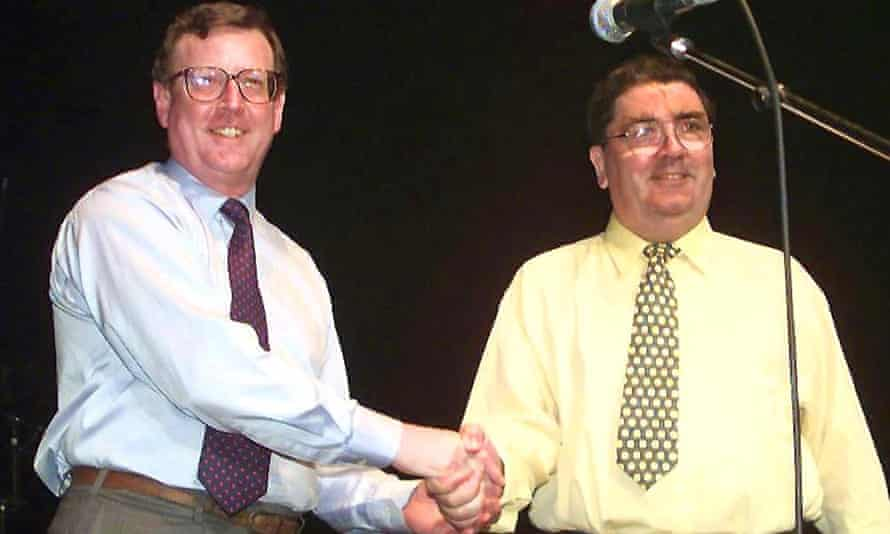 David Trimble (left) shakes hands with Hume on stage at a concert in May 1998 held to celebrate the Good Friday agreement