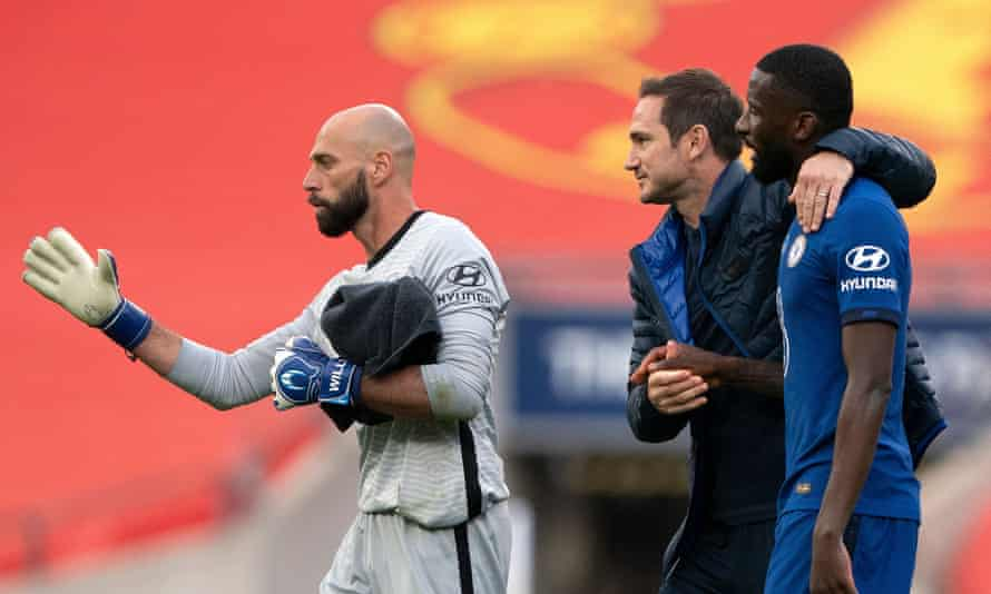 Frank Lampard celebrates with Antonio Rüdiger and Willy Caballero after Chelsea's FA Cup semi-final win against Manchester United