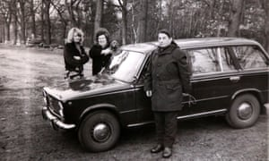 Astrid Giebson with her mother and father in 1980.