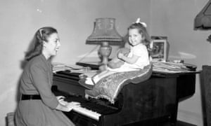 Vera Lynn plays the piano to her daughter Virginia in her North London flat on Nov. 10, 1948