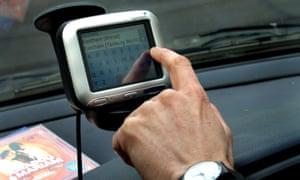 Writer Tim de Lisle tests a satellite navigation system in his car. photo by Linda Nylind 20/12/2005 satnav sat nav GPS