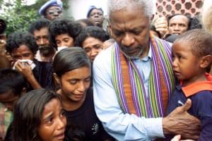 Annan consoles family members of victims of a massacre by pro-Indonesia militia in Liquisa, 30 km west of DIli, in East Timor