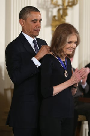 Gloria Steinem receiving the presidential medal of freedom award from Barack Obama in 2013