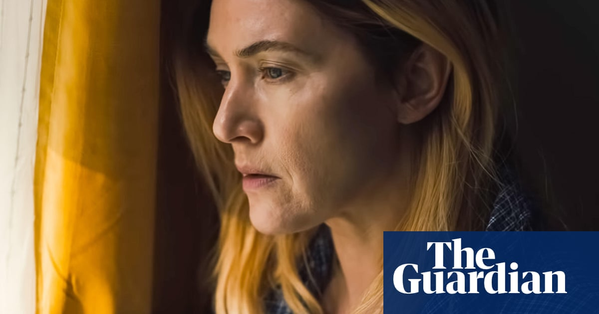 Kate Winslet says she refused offer to edit sex scene showing 'bulgy belly'