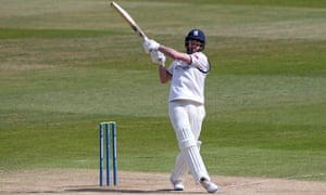 Will Rhodes hits 6 runs for Warwickshire