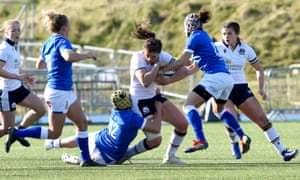 Scotland's Helen Nelson (centre) is tackled by Italy's Michela Sillari (second right) and Beatrice Rigoni.