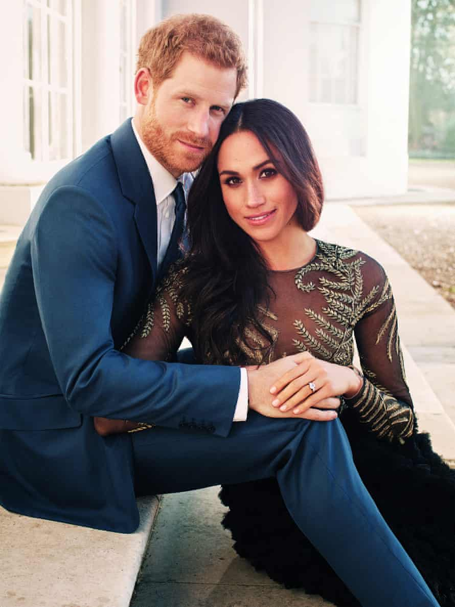Kensington Palace have released two official engagement portraits of Prince Harry And Meghan Markle