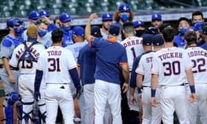 The Astros and Dodgers benches converge after growing tensions on Tuesday night