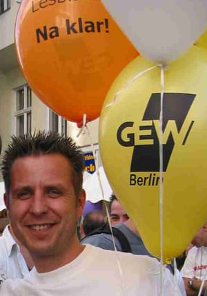 """Guido Mayus, brings """"cool, my teacher is gay"""" balloons to class"""