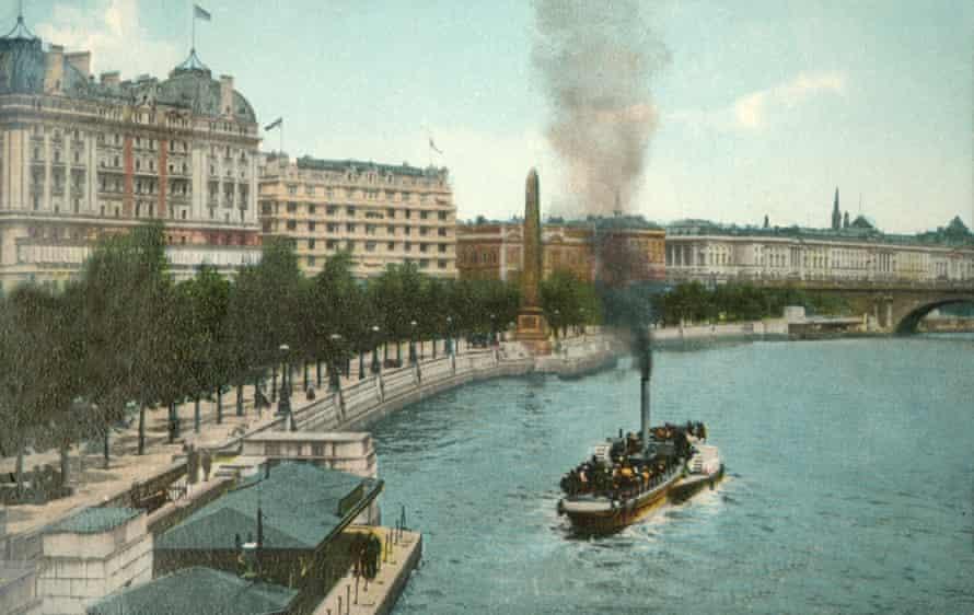 A steamship on Victoria Embankment, circa 1907.