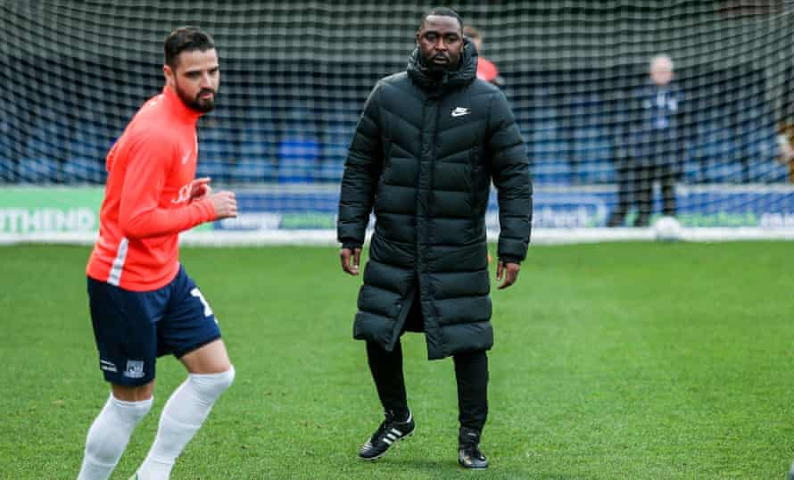 Andy Cole directs the team warm-up as Southend United's assistant coach before the lockdown.