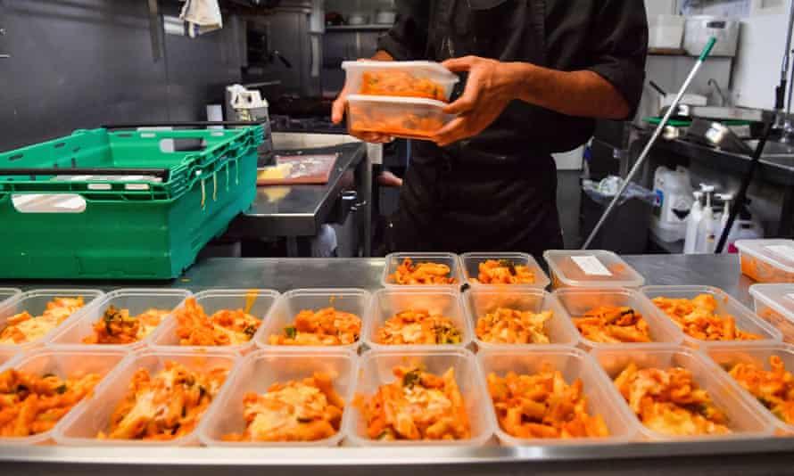 UK pub preparing free meals