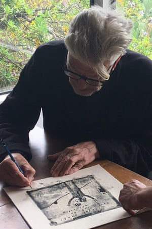 David Lynch signs one of the 100 prints.