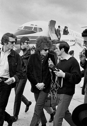 Bob Dylan arriving in Melbourne (1966/2016), by John Gollings