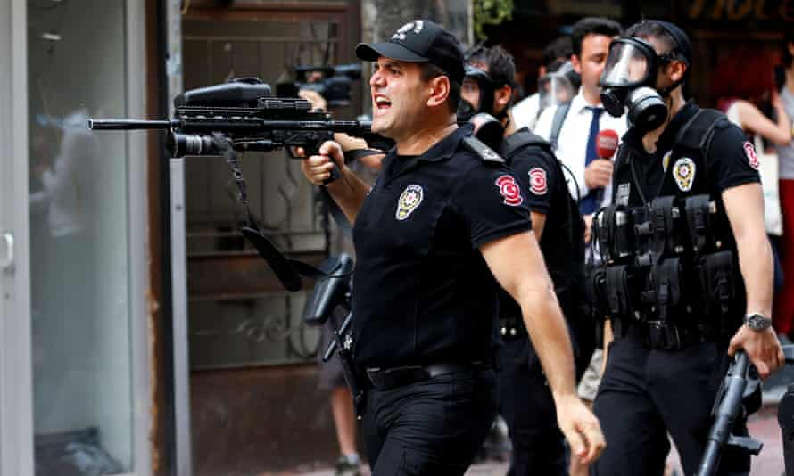 Turkish riot police firing rubber pellets
