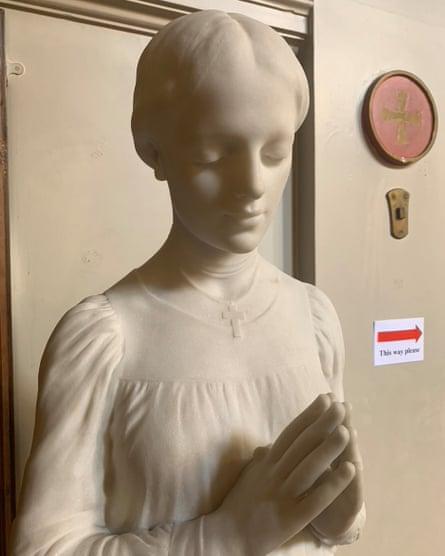 Prayer sculpture