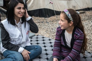 An 11 year old patient from Mosul, Iraq with an MSF psychologist.