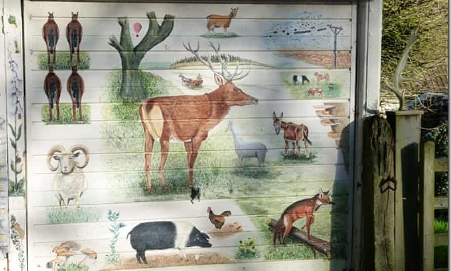 New Forest wildlife depicted on the garage doors.