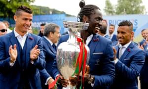 Éder displays the trophy to fans before leaving Portugal's base at Marcoussis on Monday morning.